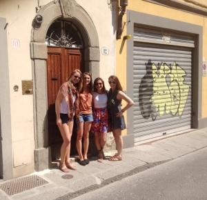The girls of Via di Mezzo aka the BEST apartment :)